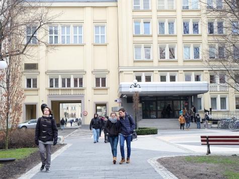 ポーランド・AGH科学技術大学でのグローバルPBLに10人が参加 | 芝浦 ...